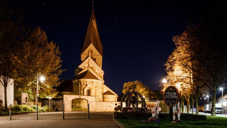 Die Stiftskirche in Faurndau bei Nacht.