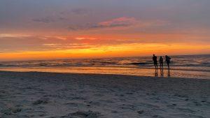 Ein Blick auf den Sonnenuntergang an der Ostsee - ein wahres Geschenk nach einer anstrengenden Fahrt.